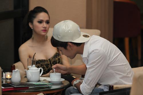 Hương Giang Idol gây chú ý cùng trai lạ - 3