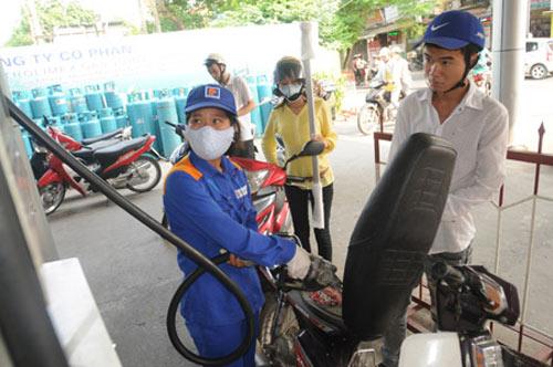 DN xăng dầu chưa giảm giá: Lỗ công thức, lãi thực tế - 1