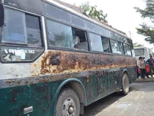 Xe buýt cháy rụi trong đêm, tài xế thoát chết - 3