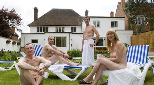 Spa khỏa thân ở Anh bị phản đối - 2