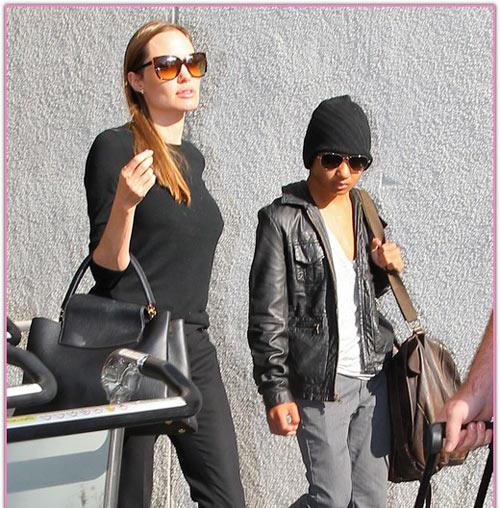 """Angelina Jolie tự tin dù lộ """"bí mật"""" - 1"""