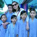 Ngôi sao điện ảnh - Phi Nhung bận rộn với đàn con nuôi