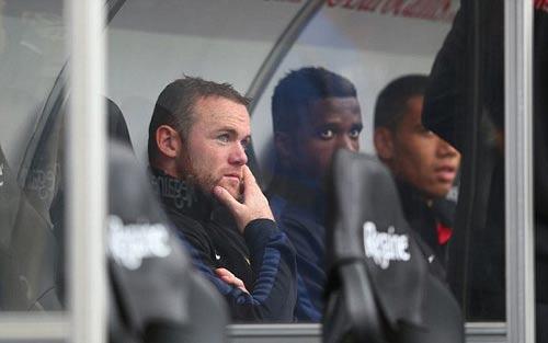 Rooney giúp Persie và Welbeck ghi bàn - 2