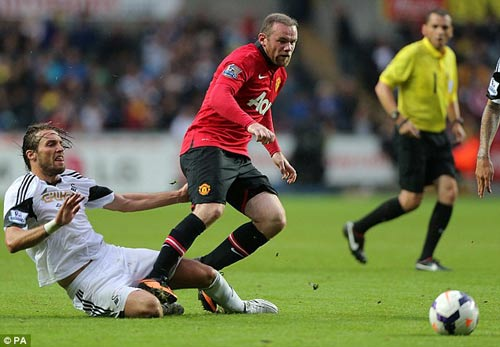 Rooney giúp Persie và Welbeck ghi bàn - 6
