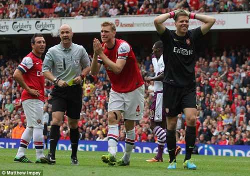 Arsenal thua sốc: Bão sớm - 2