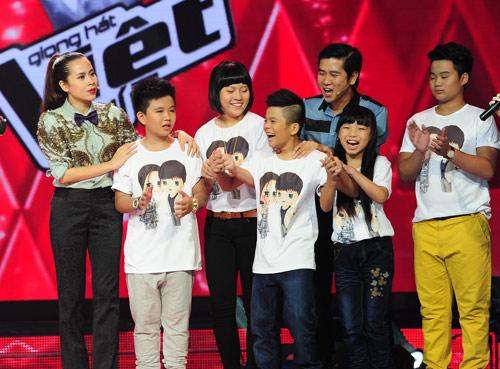 The Voice Kids ngập nước mắt đêm chia tay, Ca nhạc - MTV, the voice kids, the voice kids 2013, giong hat Viet nhi, liveshow, loai thi sinh, HLV, Ho Hoai Anh, Luu Huong Giang, Hien Thuc, Thanh Bui, tin tuc