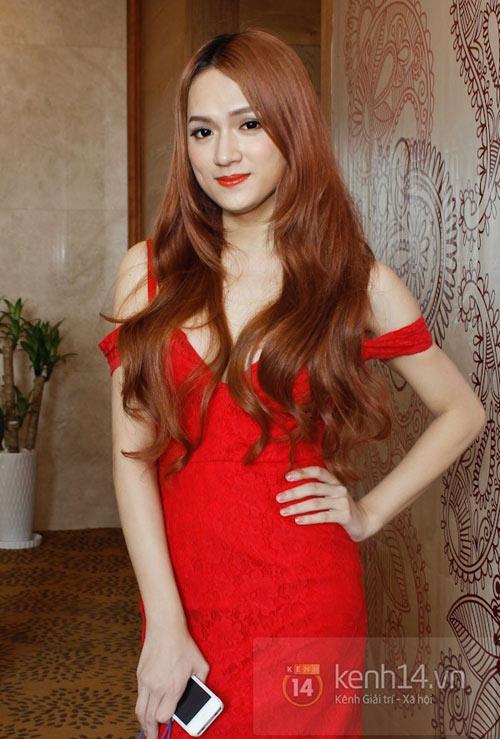 """""""Bản năng"""" nữ tính của Hương Giang Idol - 13"""