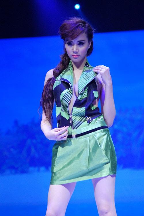 """Lối mặc """"thiếu an toàn"""" của Trang Nhung - 12"""