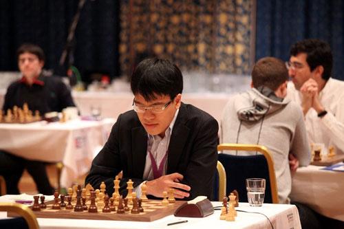 """Hơn 6 tiếng đấu trí """"nghẹt thở"""", Quang Liêm để thua kỳ thủ số 1 Nga - 1"""