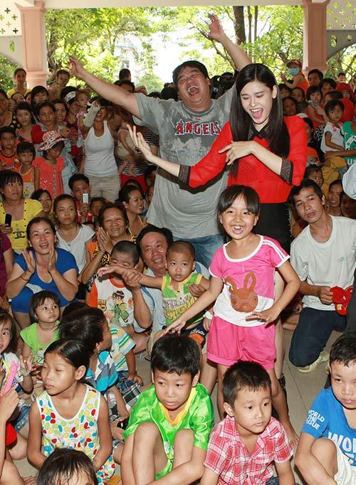 Hoàng Mập, Quỳnh Anh thăm bệnh nhi - 12