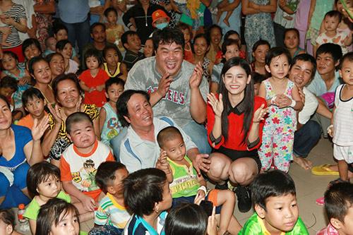 Hoàng Mập, Quỳnh Anh thăm bệnh nhi - 13