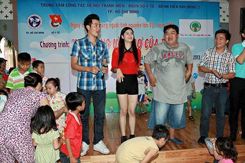 Hoàng Mập, Quỳnh Anh thăm bệnh nhi - 9