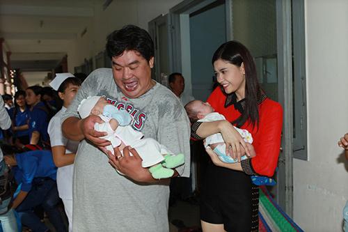 Hoàng Mập, Quỳnh Anh thăm bệnh nhi - 6
