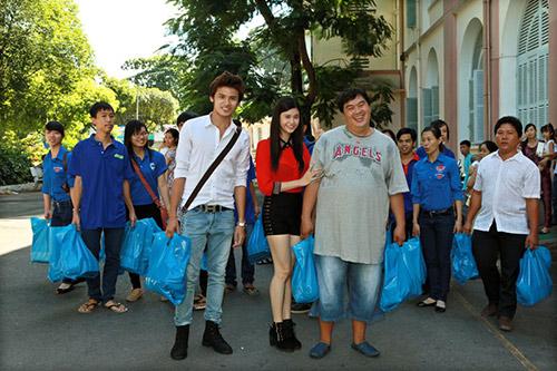 Hoàng Mập, Quỳnh Anh thăm bệnh nhi - 1