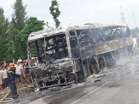 Vụ cháy xe khách: Bộ Công an vào cuộc - 2