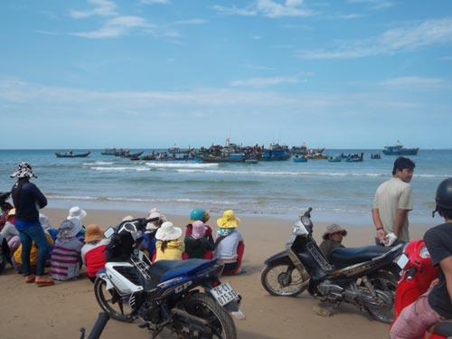 Quảng Ngãi: Phát hiện tàu chứa cổ vật thứ 3 - 5