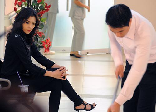 """Việt Anh bị """"phạt hiểm"""" trong phim mới - 7"""