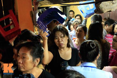Hàng nghìn người đội mưa làm lễ Vu Lan - 4