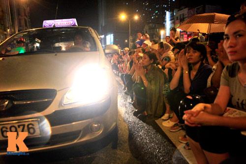 Hàng nghìn người đội mưa làm lễ Vu Lan - 11