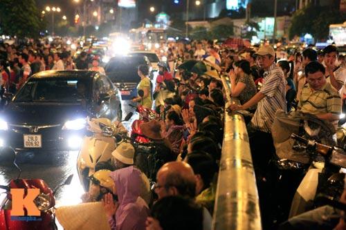 Hàng nghìn người đội mưa làm lễ Vu Lan - 15