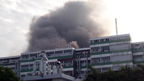 TPHCM: Cháy lớn tại nhà máy sản xuất giày - 1