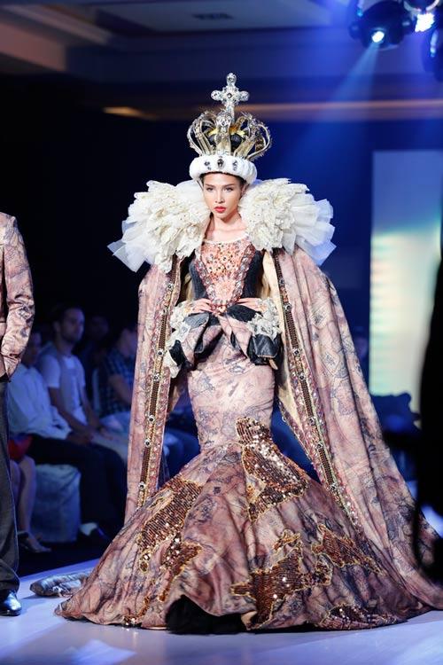 Ngọc Quyên mặc váy cưới nặng nề và kỳ lạ - 7
