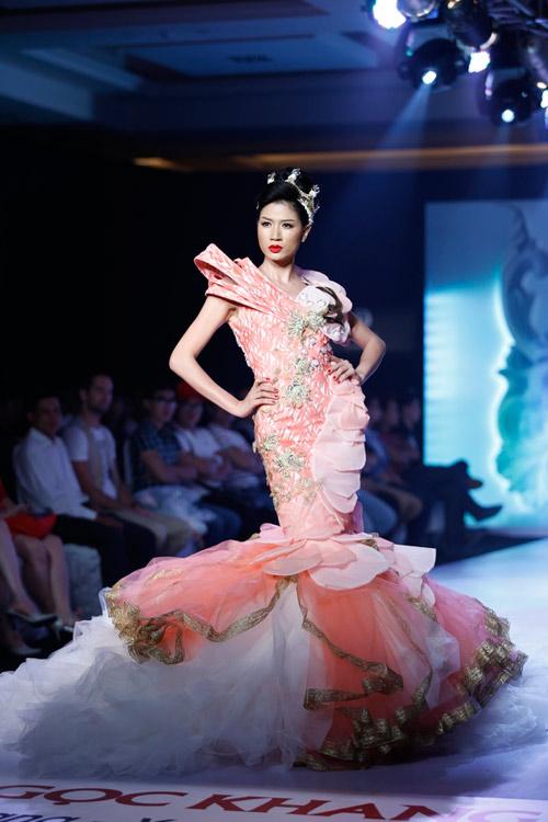 Ngọc Quyên mặc váy cưới nặng nề và kỳ lạ - 16