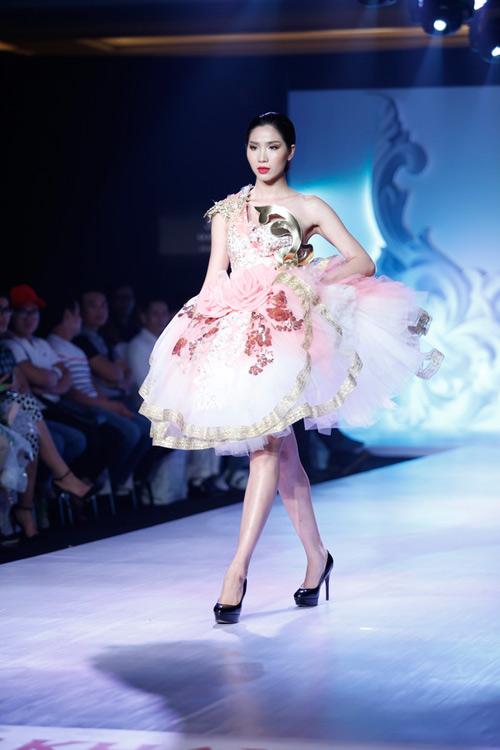 Ngọc Quyên mặc váy cưới nặng nề và kỳ lạ - 10