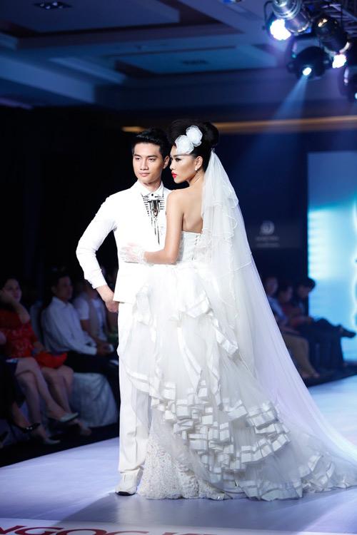 Ngọc Quyên mặc váy cưới nặng nề và kỳ lạ - 14