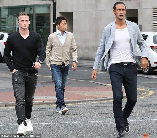 Rooney vui vẻ dự tiệc cùng MU - 7