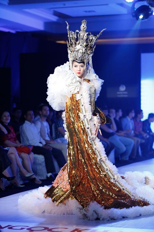 Ngọc Quyên mặc váy cưới nặng nề và kỳ lạ - 3
