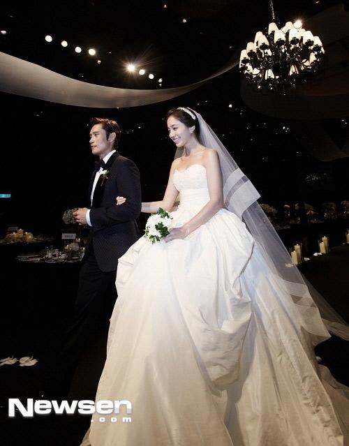 Sao Hàn mặc váy cưới xấu nhất - 10