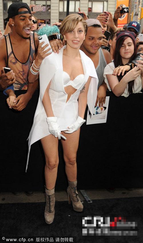 Lady Gaga lộ vòng 1 nhăn nheo, rạn nứt - 3