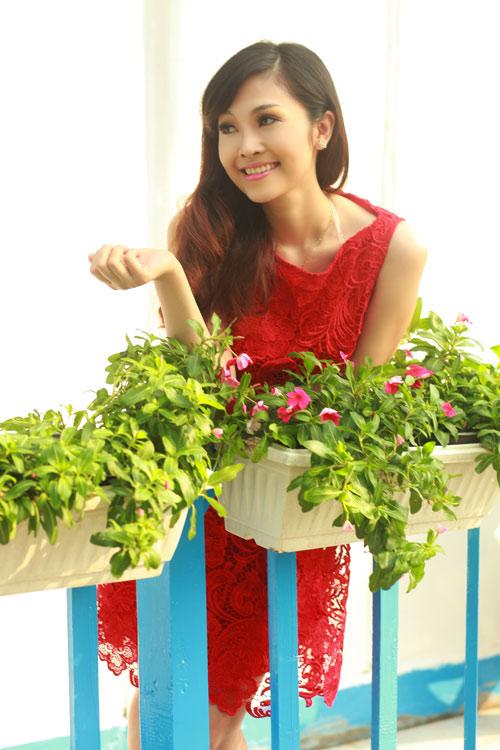 Phan Anh, Thùy Linh lãng mạn bên hoa - 10