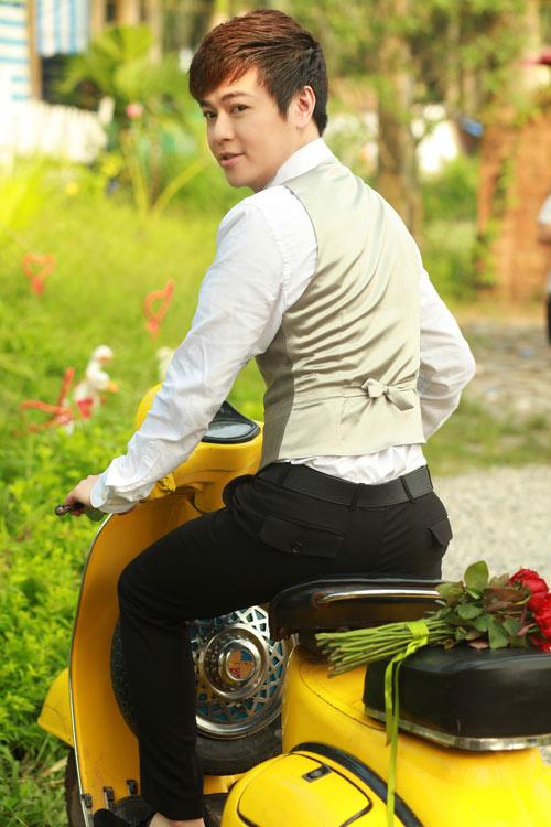 Phan Anh, Thùy Linh lãng mạn bên hoa - 5