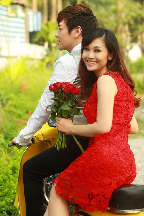 Phan Anh, Thùy Linh lãng mạn bên hoa - 7