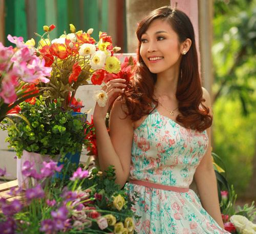 Phan Anh, Thùy Linh lãng mạn bên hoa - 9