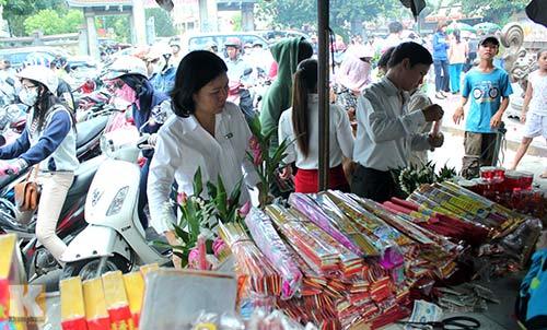 Sài Gòn: Lên chùa cầu phúc cho cha mẹ - 3