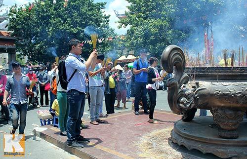 Sài Gòn: Lên chùa cầu phúc cho cha mẹ - 8