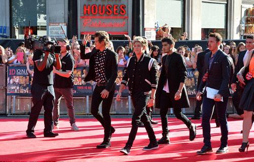 """70.000 fan """"cuồng nộ"""" đón One Direction - 5"""