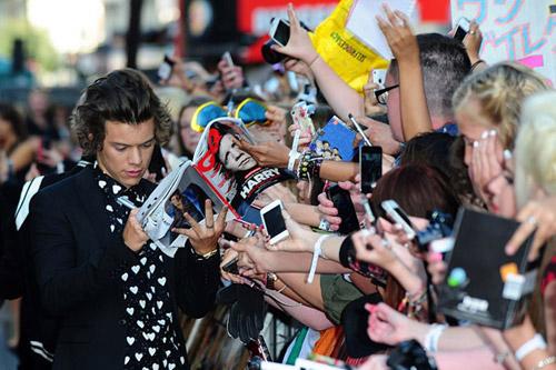 """70.000 fan """"cuồng nộ"""" đón One Direction - 9"""
