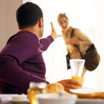 An ninh Xã hội - Sắp ly hôn, vợ bị chồng đâm thấu tim