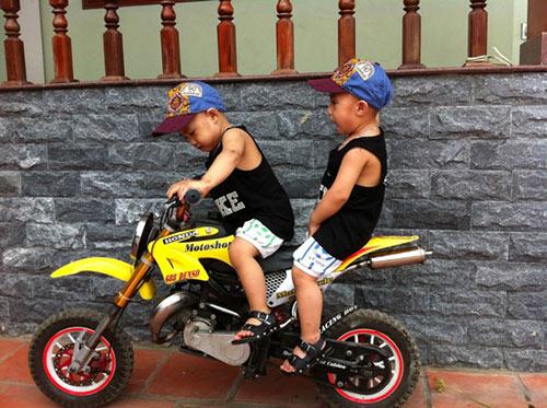 Minh Vương khoe 2 quý tử song sinh - 1
