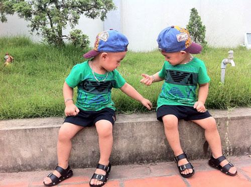 Minh Vương khoe 2 quý tử song sinh - 2