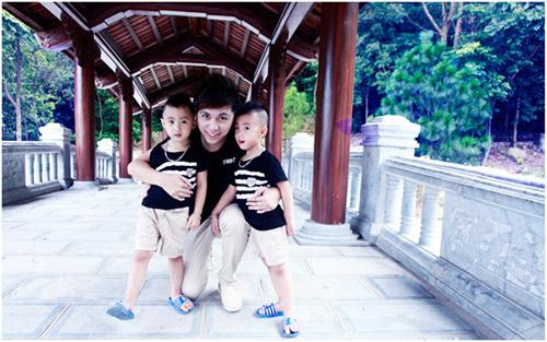 Minh Vương khoe 2 quý tử song sinh - 16