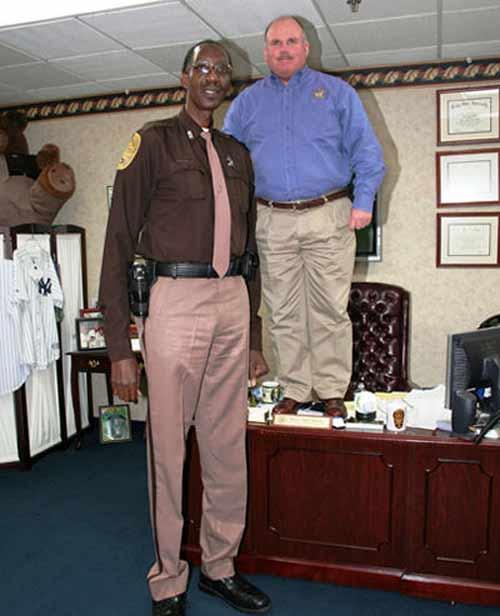 Cặp đôi cao nhất - lùn nhất chạm trán - 2