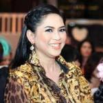 Thời trang - Mẹ chồng Tăng Thanh Hà khoe nét tươi trẻ