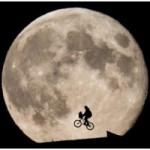 """Thời trang Hi-tech - Xe đạp """"bay"""" dưới trăng cực mộng mơ"""