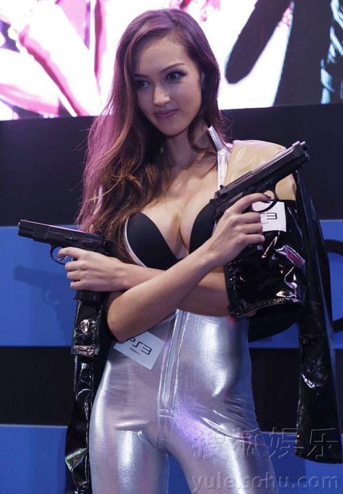 Áo tắm của hoa hậu Hong Kong quá hở hang - 13