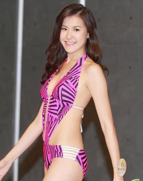 Áo tắm của hoa hậu Hong Kong quá hở hang - 1